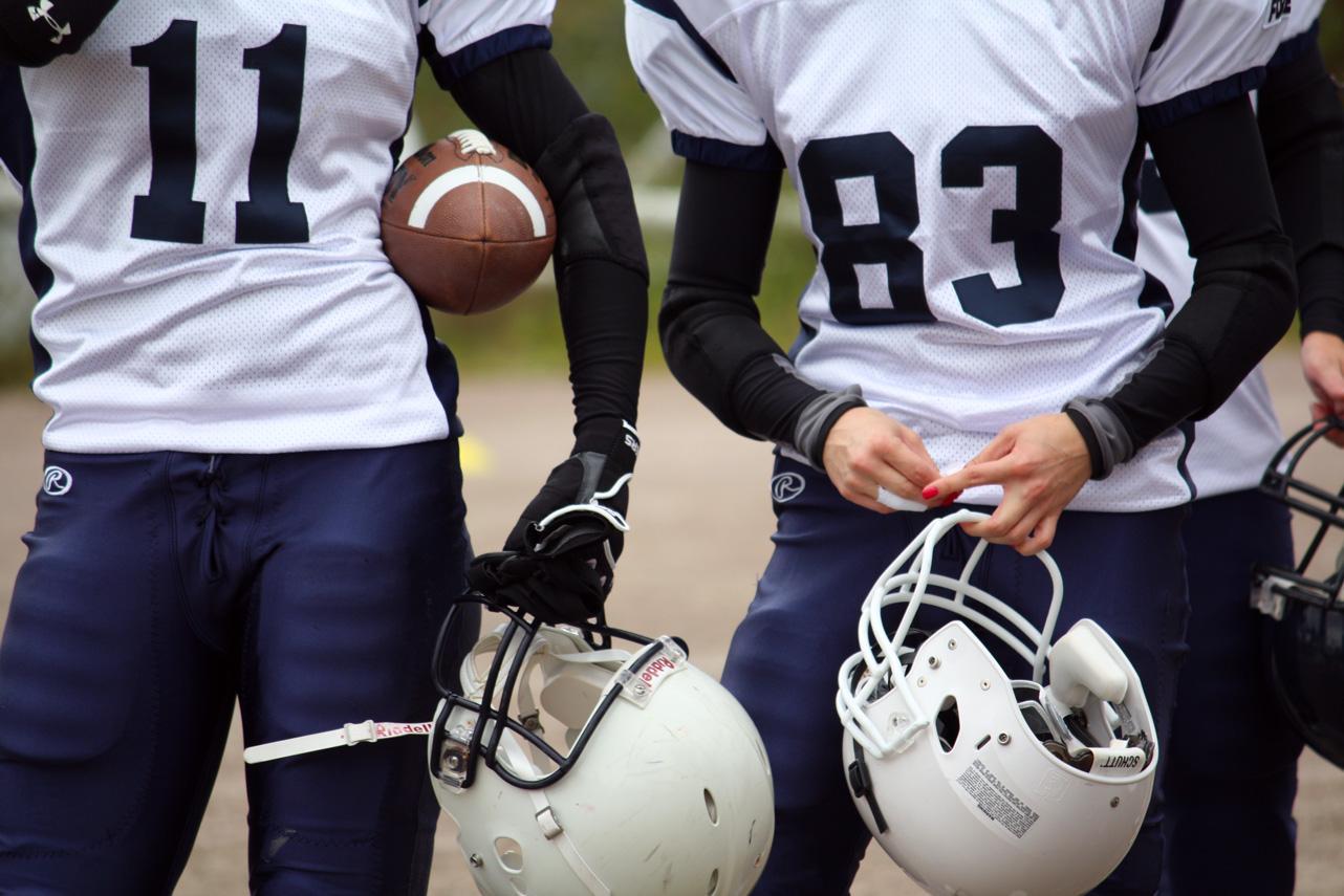Kaksi amerikkalaisen jalkapallonpelaajaa
