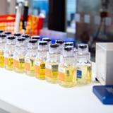 Dopingtestipulloja laboratoriossa