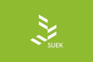 Suek logo vihreällä taustalla